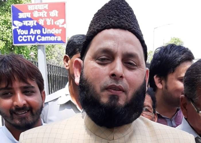 Eid-ul-Fitr 2020: known all details about Maulana Khalid Rasheed's Fatwa to Offer Namaz at Home