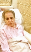 Great Artist of yesteryear Dilip Kumar celebrates his 97th Birthday. But he can't recognize anybody