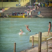 now that's called dive.  #ganga #dive #streetphotography