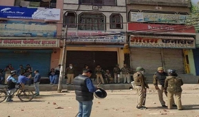 Fresh stone-pelting in Maujpur as death toll in Delhi violence rises to 7  New Delhi:Fresh incidents of stone-