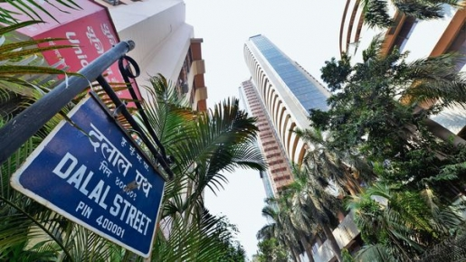 Shere Market : Sensex crashes 1,400 points, Nifty below 11,300 mark;