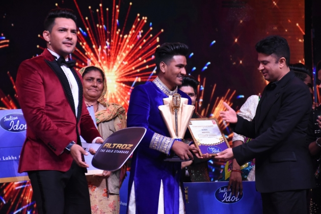 Bhushan Kumar presents Indian Idol 11 winner Sunny Hindustani with an opportunity to sing in T-serie