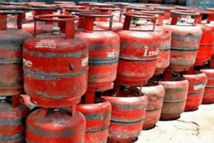 Common man shocked among Corona virus,Increased prices for non-subsidized gas cylinders