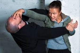 5 self defense techniques every woman must know, in order to get out of trouble